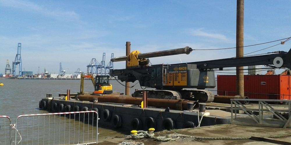 Delmag RH28 drilling rig loading onto barge River Thames
