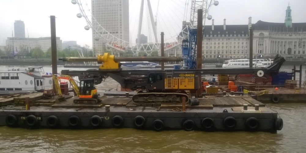Delmag RH28 rig transported by barge on River Thames
