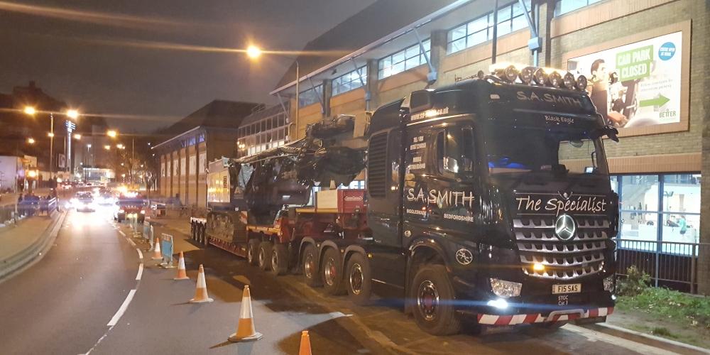 Delmag RH28 rig in transit