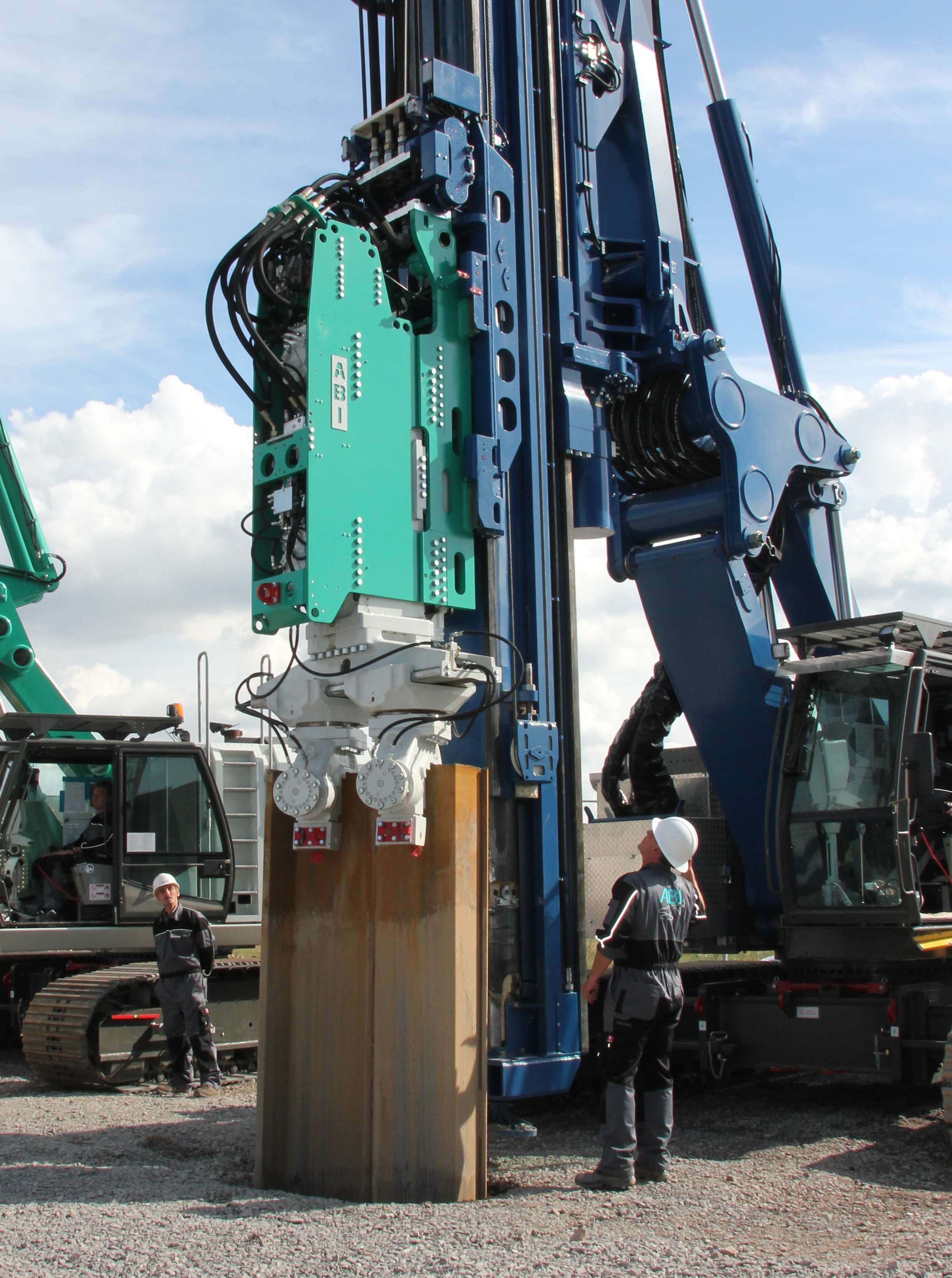 Piling with Vibration – Specs for our latest generation of vibros